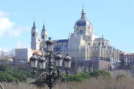 la catedral de la almudena y el ucbalcnud del campo del moro antes y despus del museo de colecciones reales